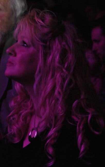 Kitou très concentrée (qui est sur la scène ?)