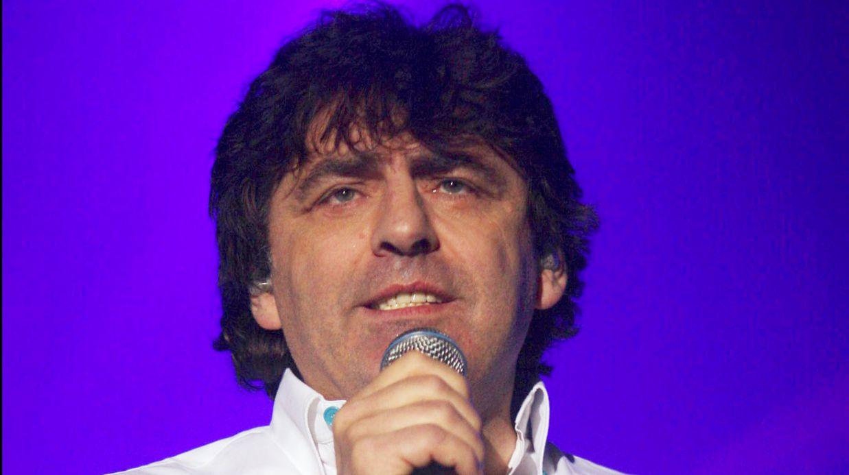 claude-barzotti-hospitalise-le-chanteur-fait-face-a-d-inquietants-soucis-de-sante